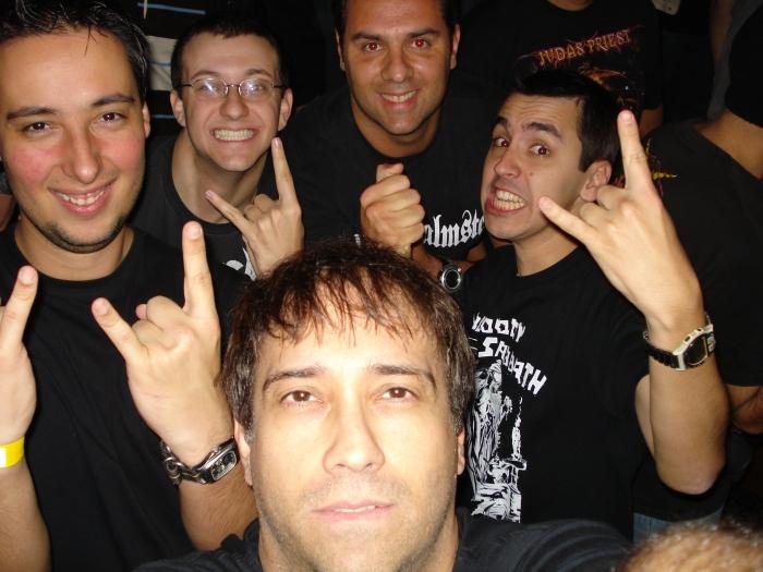 """Foto by Jake Wizard (frente). Da esquerda para direita: Renato, Marcus Batera, """"Rolfístico Personagem"""" e Eduardo """"Bloody Sabbath""""."""