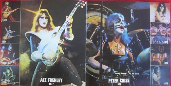 No encarte - fotos dos membros ao passar dos anos (Ace e Peter)