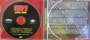 O cd da edição remaster traz uma resenha americana.