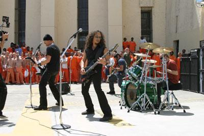 MetallicA tocando no presídio em São Francisco