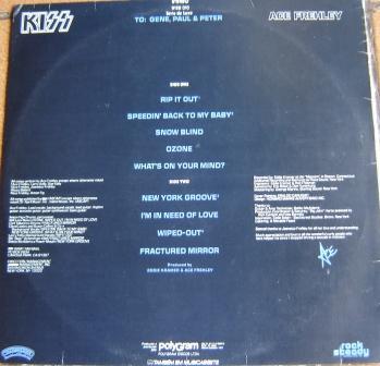 Na contracapa dos albuns solo, O Padrão do Logotipo do Kiss, além da dedicatória aos outros membros da banda.