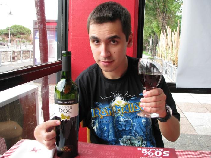 ... cujo arrependimento foi zero. O vinho? Bianchi, claro.