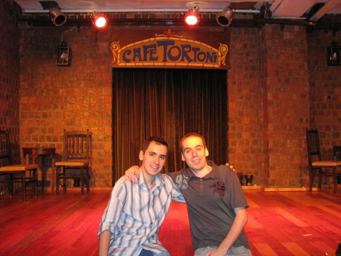 Eduardo e Murillo no Café Tortoni, antes do início da ótima apresentação. Na mesa, outro Bianchi nos aguardando.