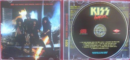 O cd remaster numa edição caprichada que mantêm o estilo do original em vinil
