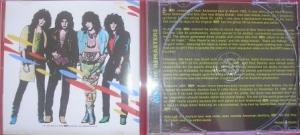 A contracapa do cd remasteriza e a resenha em inglês mantendo o padrão da série.