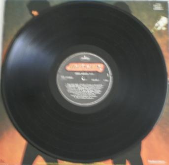 O vinil brasileiro de Crazy Nights que usava o selo Mercury como o anterior.