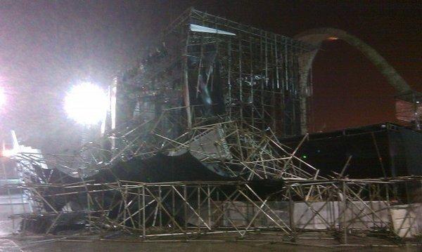 Palco do Guns no RJ (Apoteose) destruído - noite de 14/março/2010