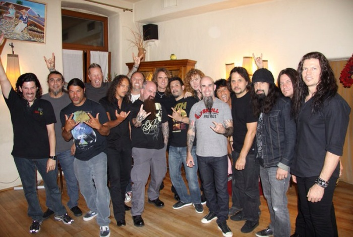Os membros do MetallicA, Megadeth, Slayer e Anthrax misturados...