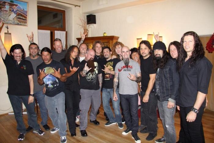 Os membros do MetallicA, Megadeth, Slayer e Anthrax misturados...