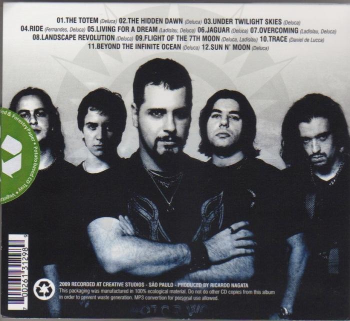 Finalmente, a parte de trás do CD com a foto da banda