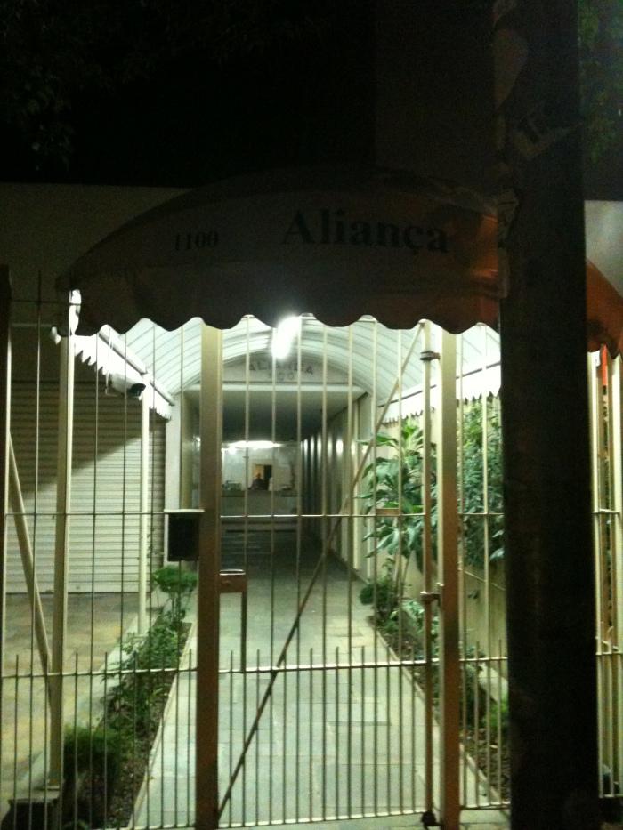 Fachada do Edifício Aliança, para onde Raul Seixas se mudou depois de deixar a casa no Butantã no final de sua carreira e local onde veio a falecer. No documentário, Raul desdenha do Rio de Janeiro – lugar onde morou a maior parte de sua vida – e se muda para São Paulo
