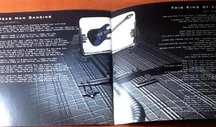 Detalhe para o B-Side: guitarra Ibanez