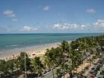 A praia vista do hotel