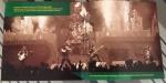 Ainda no encarte do BBC Archives, uma foto da histórica apresentação da banda no Monsters of Rock 1988, em Donington, que detalhamos neste post