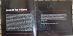 """Primeiras páginas do encarte do Best Of B'Sides, com o Eddie do Aces High ao fundo, e com uma carta de apresentação do """"Sheriff Of Huddersfield"""", também conhecido como Rod Smallwood..."""