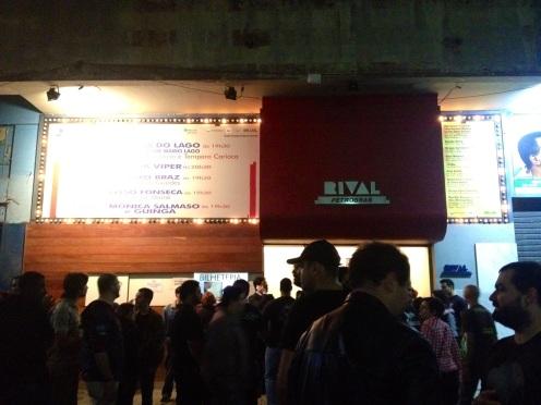 Entrada do Teatro Rival, minutos antes do início do show