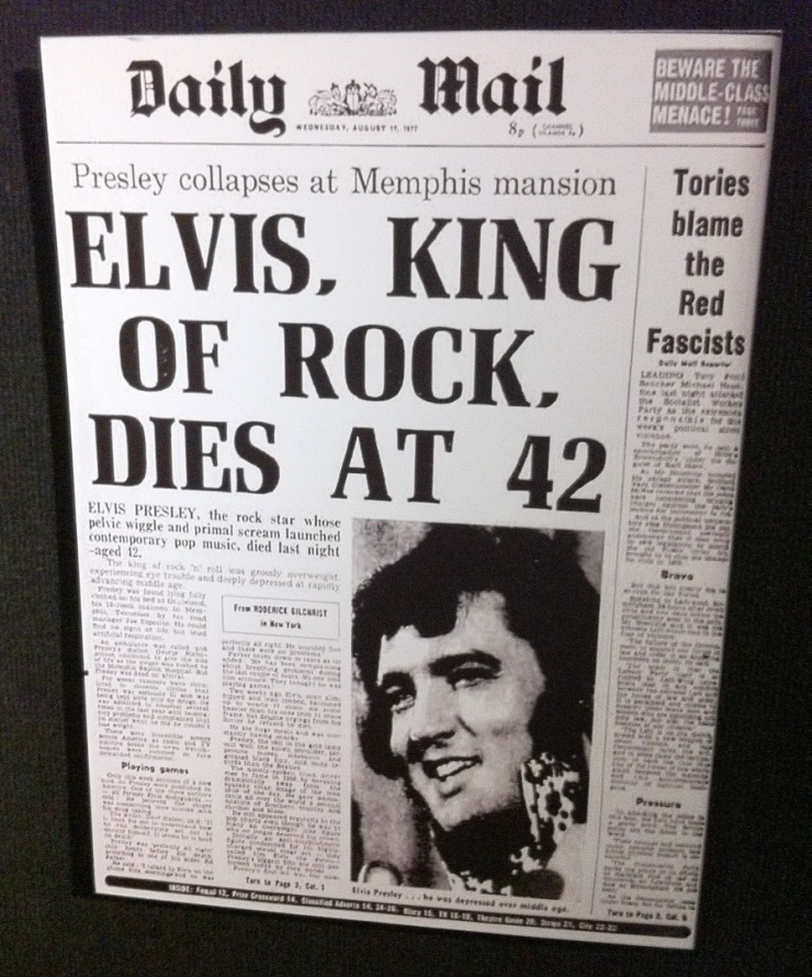 Jornal da época estampa a morte do Rei do Rock.