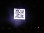 QR Code que ficou no telão do palco antes do show começar. A ideia, bem legal, infelizmente não funcionou para quem estava mais distante e com problema para enquadrar o código