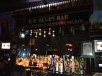 A dedicatória no bar ao membro do The Blues Brothers