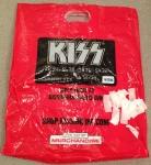 Até a sacola era do Kiss (ou melhor, do cartão de crédito). Detalhe para os papéizinhos colhidos em Rock And Roll All Nite