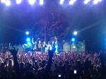 Banda agradecendo o público ao final do show