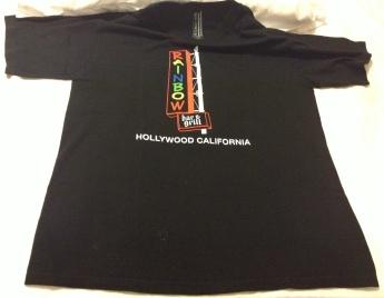 Frente da camiseta adquirida - detalhe para a parte interna, que tem o logo do bar