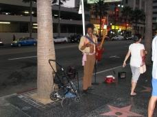 """Um dos """"zilhares"""" artistas de rua que homenageiam ícones de filmes, música e afins"""