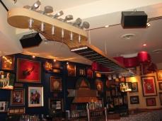 Mezanino: bar e a guitarra