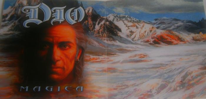Um capricho nas ilustrações na edição brasileira do cd de Magica