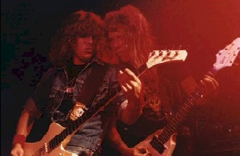Ron McGovney com James Hetfield