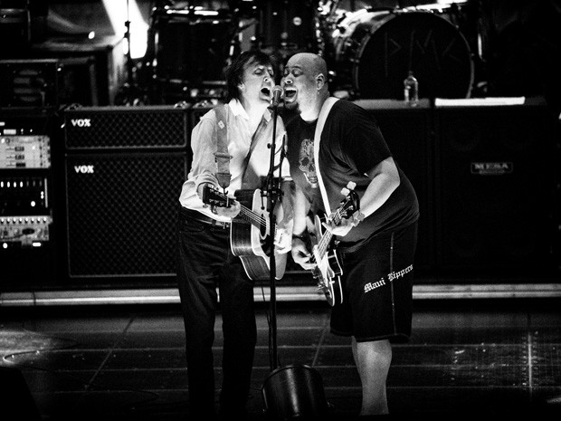 Paul McCartney e Abe Laboriel durante ensaio da nova tour. Créditos: G1.