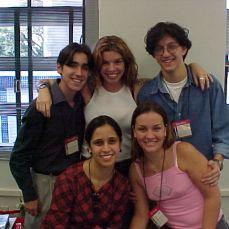 Da E para D: Eduardo, Penélope, Marcus, Fernanda e Thais