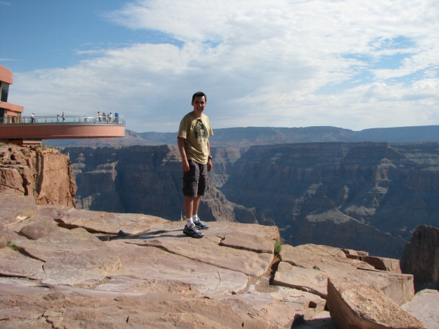 53° C, Grand Canyon, Eduardo, Ronnie James Dio com a Skywalk ao fundo