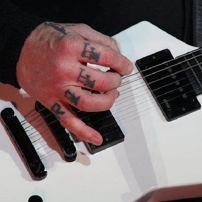 A senhora mão direita de James Hetfield (março/2014)