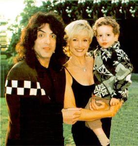 Paul Stanley, Pamela Bowen e Evan