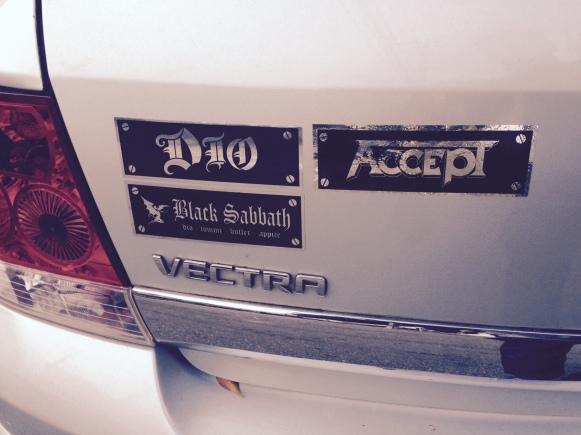 Accept ganhou um espaço no carro agora. Me conscientizei que sou um grande fã da banda.