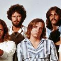 EAGLES NO AUGE: DON FELDER, DON HENLEY, JOE WALSH, GLENN FREY E RANDY MEISNER