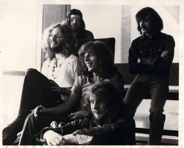 JETHRO TULL EM 1970: IAN ANDERSON, GLENN CORNICK, JOHN EVAN, MARTIN BARRE E CLIVE BUNKER